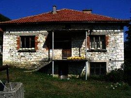 A comfortable house with a huge garden near Kardjali in Bulgaria. Ref. No 44243