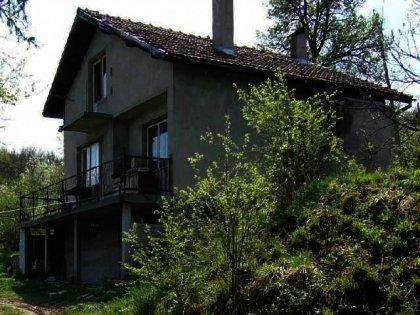 Attractive two-storey villa type house near gabrovo Ref. No 591010