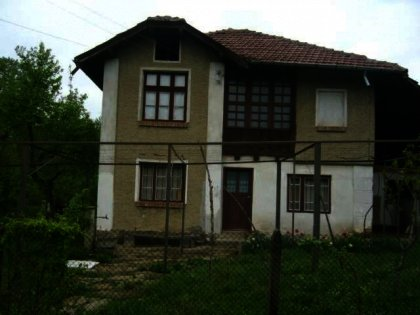 Spacious and well-preserved traditional house near Gabrovo Ref. No 59075