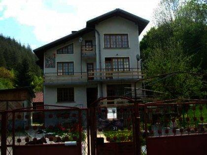 Spacious three-storey house near Gabrovo in Bulgaria Ref. No 59084